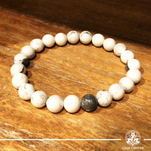 Bracelet White Howlite at Gaia-Center Cyprus. Gemstone and Crystal selection. Shop online at: https://www.gaia-center.com. Cyprus and Worldwide shipping.
