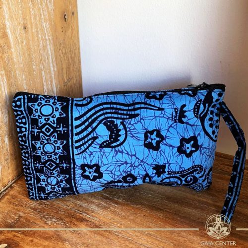 Textile pouch with a zipper blue color and print design at Gaia-Center Cyprus. Textile and summer straw bags selection. Shop online at: https://www.gaia-center.com. Cyprus and Worldwide shipping.