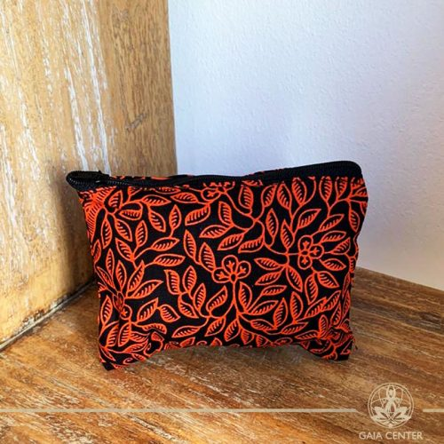 Textile pouch with a zipper red color and print design at Gaia-Center Cyprus. Textile and summer straw bags selection. Shop online at: https://www.gaia-center.com. Cyprus and Worldwide shipping.