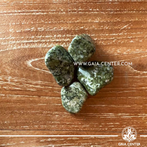 Epidote Trommelsteine A quality 20-40mm Tumbled stones from South Africa. Crystals and Gemstone selection at GAIA CENTER | Cyprus.